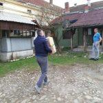 Opština Arilje u saradnji sa privrednicima Arilja počela je prikupljanje i deljenje pomoći ugroženima.